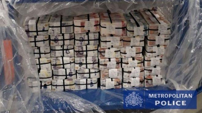 Поліція Франції, Нідерландів і Англії провела найбільшу в історії операцію проти організованої злочинності. Затримали понад тисячу людей, вилучили зброю, мільйони фунтів і євро, тонни наркотиків.