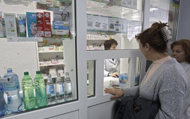 По всій Україні різко зросли ціни на медичні маски. Ужгород не став винятком.