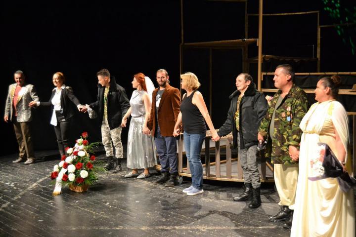"""На цей раз актори підготували виставу для дітей за мотивами відомої угорської народної казки """"Зіркоокий пастух""""."""
