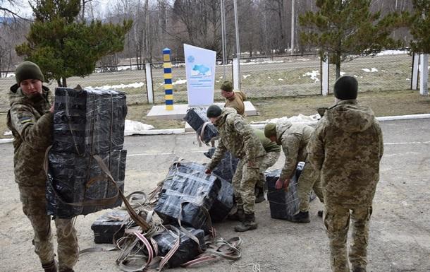 Жителі Чернівецької області намагалися незаконно переправити до Румунії 146 ящиків контрабандних сигарет.
