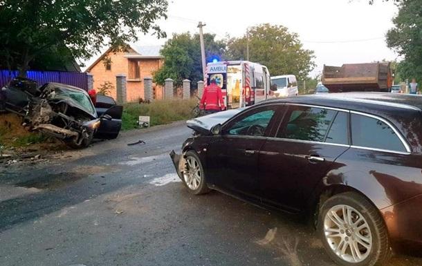 Працівника Буковинської митниці, який влаштував аварію, а потім втік, кинувши постраждалих, відсторонили від служби.
