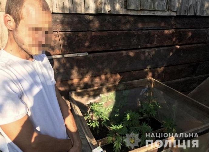 У п'ятницю, 10 липня, працівники Мукачівського райвідділення поліції провели обшук за місцем проживання жителя села Копинівці.