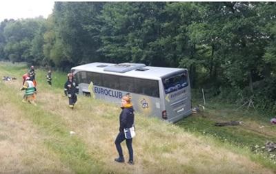 11 осіб були доставлені до лікарень, їхні травми не є серйозними.