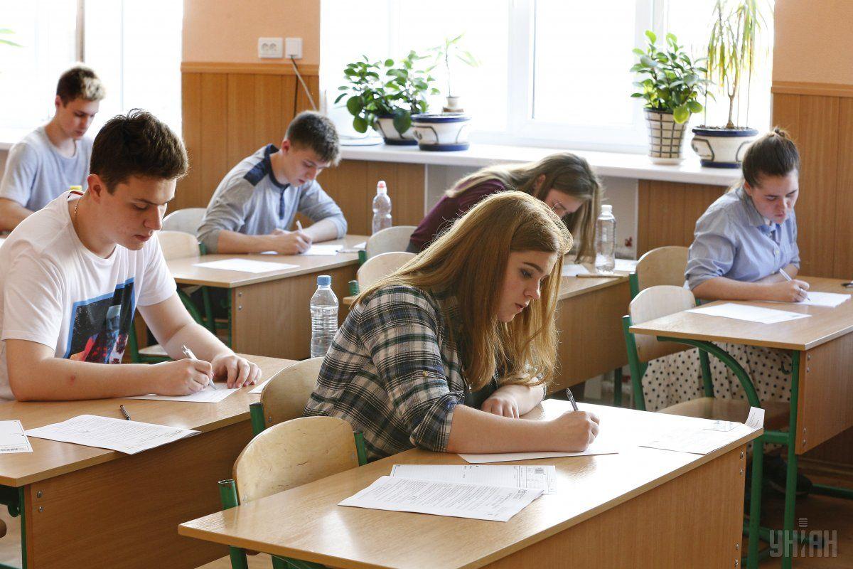 """ЗНО-2018: українську мову """"провалили"""" 14% абітурієнтів, математику - 19%"""