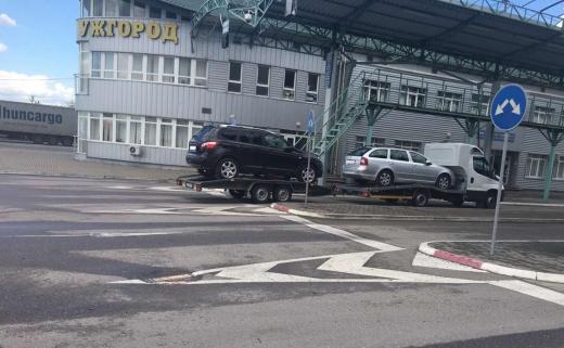 Напередодні, на митному посту «Ужгород» працівники Закарпатської митниці Держмитслужби припинили незаконне ввезення в Україну «NISSAN QASHQAI» та «SKODA OCTAVIA».