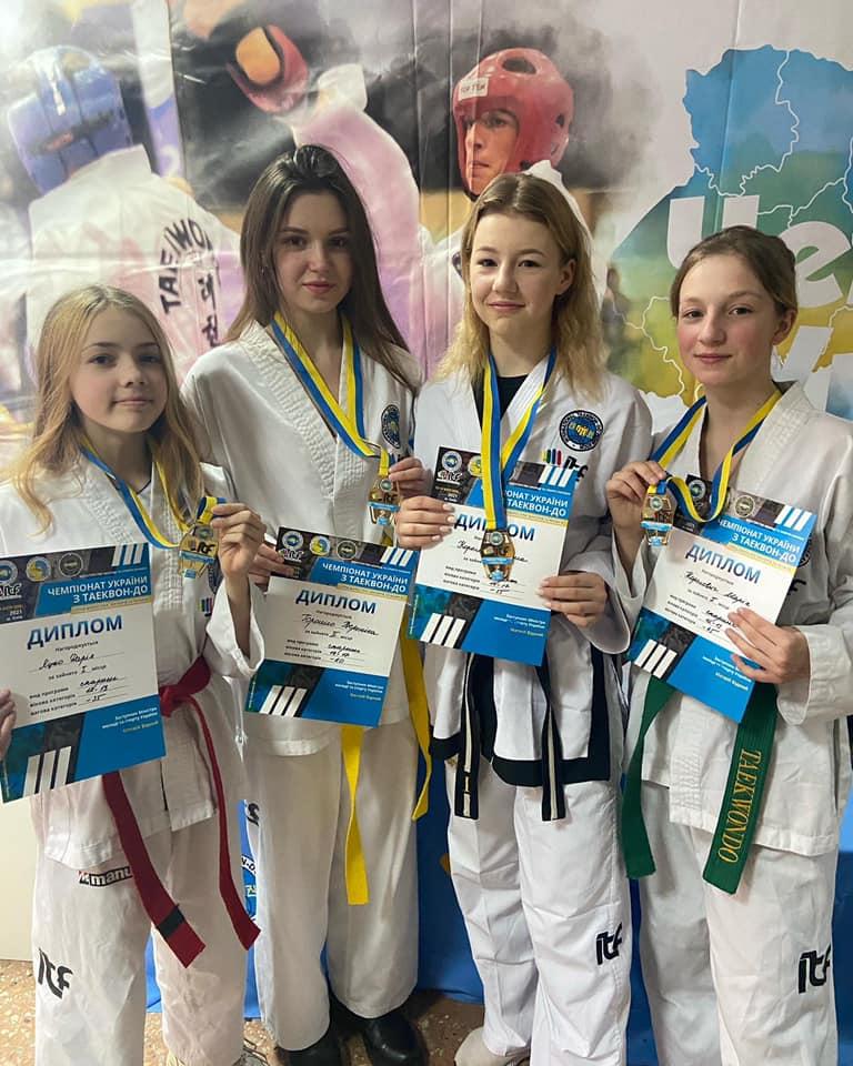 Закарпатські таеквондисти завоювали 2 золоті та 2 срібні медалі на чемпіонаті України.