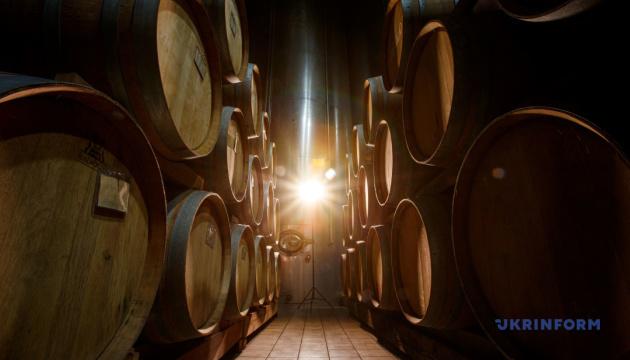 Відсьогодні, 27 квітня, на Закарпатті проводитимуть прямі ефіри з місцевими виноробами, стартуватимуть включення щодня о 13-й годині.