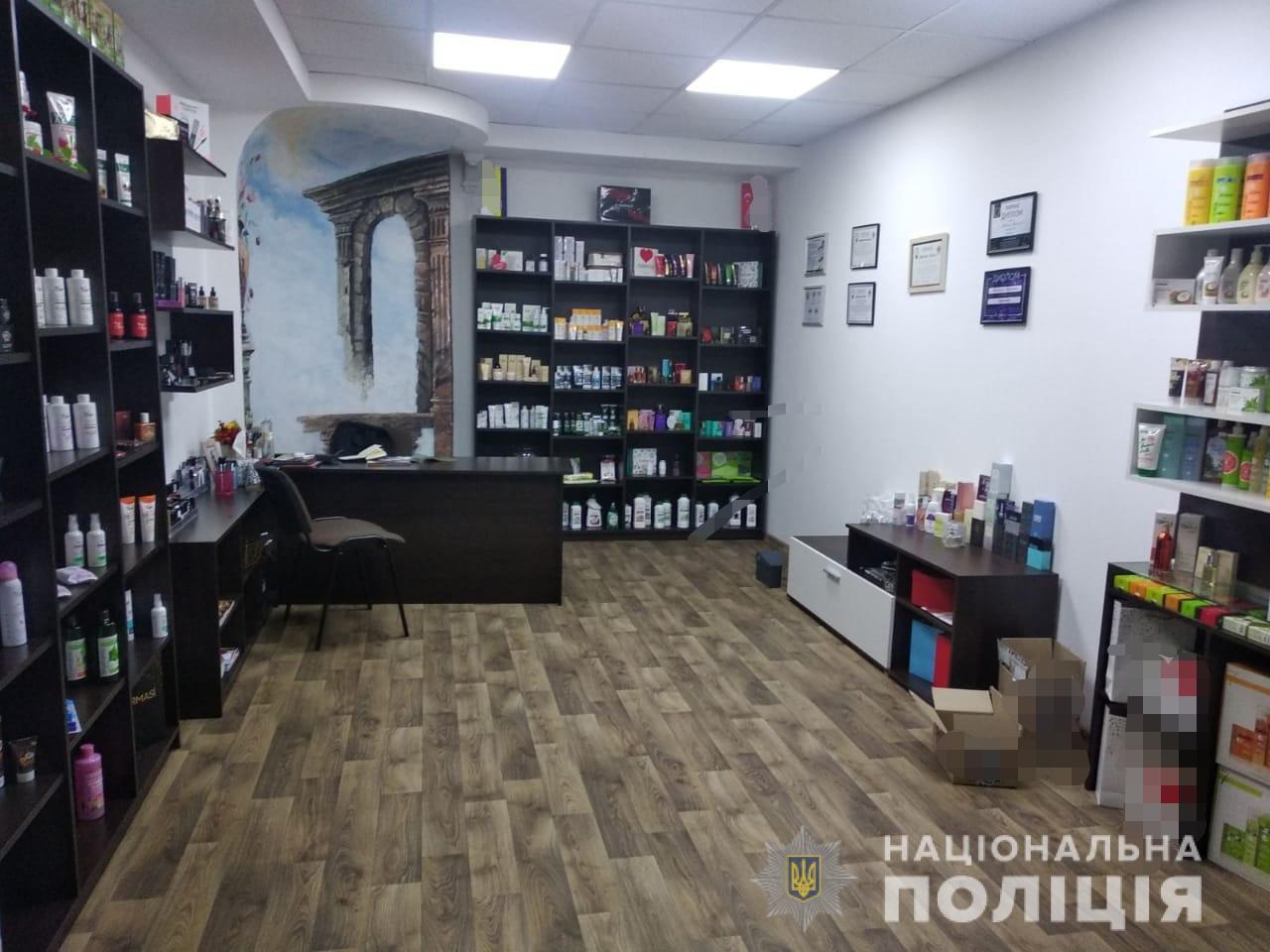 Шахрайським способом жителька Мукачева привласнила товар косметичної фірми. Сума заподіяних збитків склала близько 170 тисяч гривень.