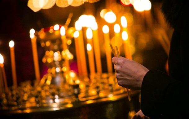 Церкви в Україні готуються до богослужінь онлайн, а українці вже замовили більш як 14 тисяч посилок з освяченими пасками, повідомив президент.