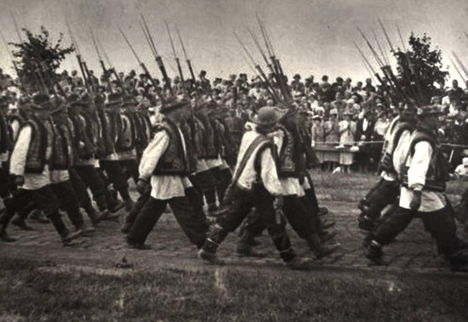 Унікальні кадри: в мережі оприлюднили фото гуцульського полку