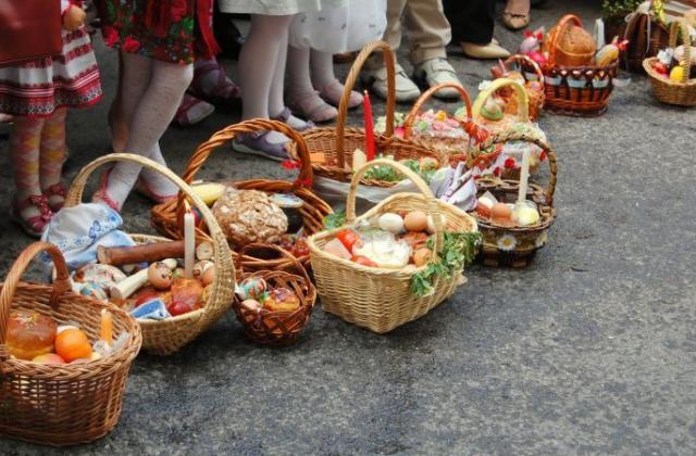 У греко-католицькому храмі Успення Пресвятої Богородиці оприлюднили орієнтовний графік освячення пасок по вулицях на Великдень, 19 квітня 2020 року.