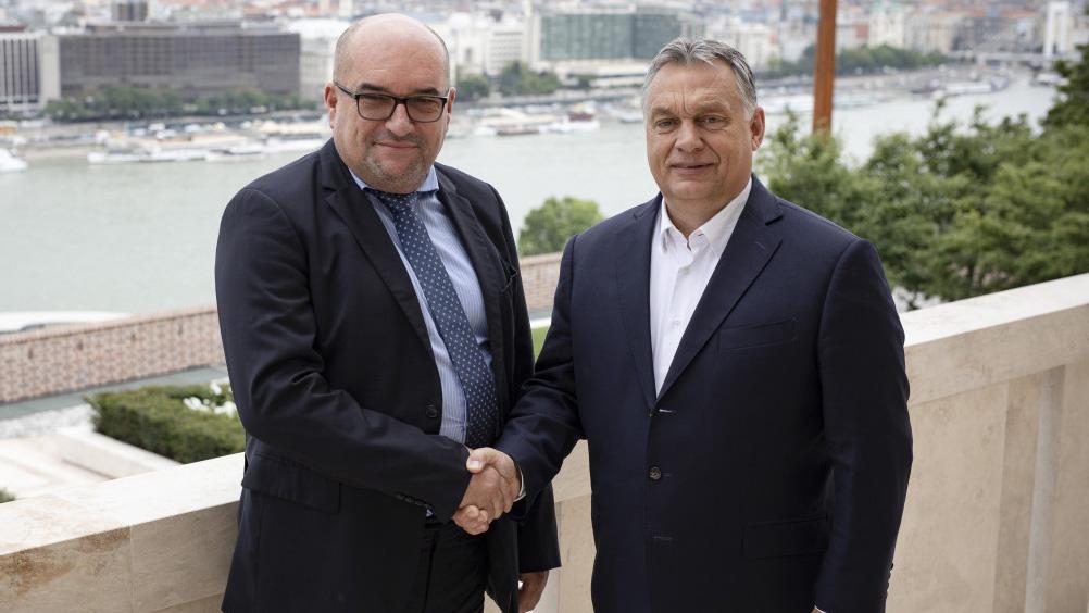 Йдеться про вітальний лист Віктор Орбана, адресованого голові Товариства угорської культури Закарпаття (КМКС).