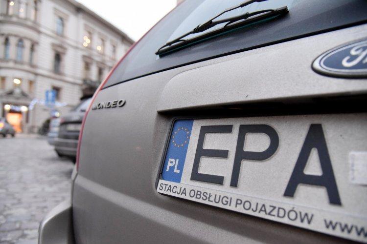 Після чергового мітингу власників авто на іноземній реєстрації, посадовці пообіцяли вкотре переглянути правила.