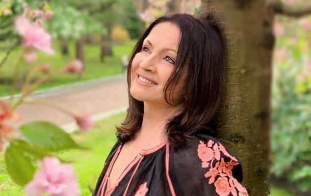 Сын певицы Софии Ротару Руслан Евдокименко поделился редким фото со своей звездной мамой.