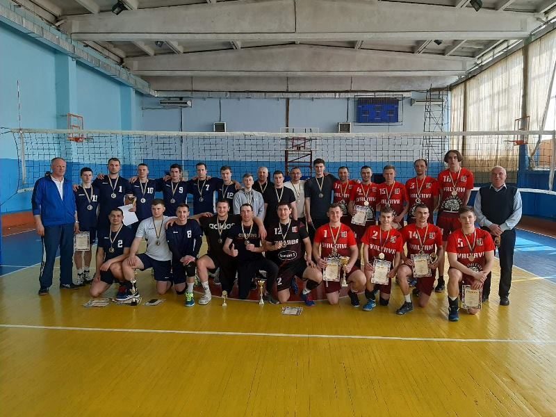 Наприкінці квітня в Ужгороді відбувся фінальний тур чемпіонату Закарпатської області з волейболу серед чоловічих команд.