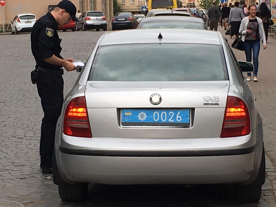 В Ужгороді патрульні оштрафували колег?