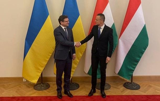 Українська сторона готова рухатися далі у відносинах з Угорщиною в розв'язанні тих проблем, які є - але виключно на основі принципу взаємної поваги, заявив міністр Дмитро Кулеба.