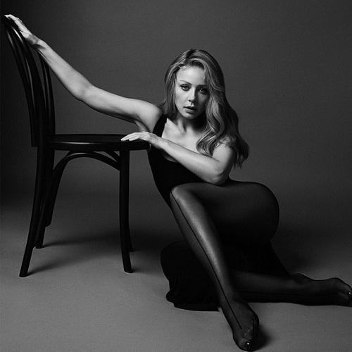 Відома українська співачка Тіна Кароль порадувала своїх фанатів новим спекотним фото.