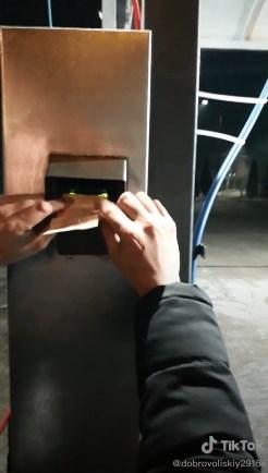 У новому ролику експериментують з терміналом на мийці.
