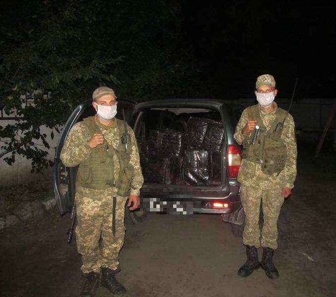 Дві спроби тютюнової контрабанди припинили впродовж останньої доби прикордонники Мукачівського загону на українсько-румунській ділянці кордону.
