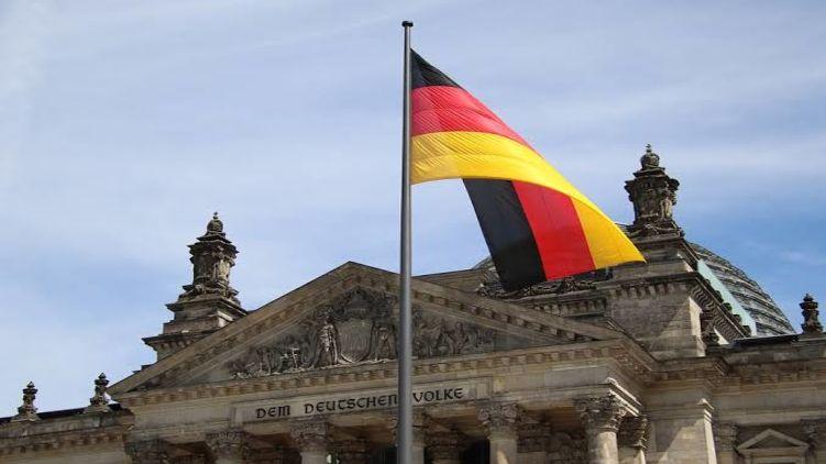 У Німеччині наші вже гарують на полях та доглядають за людьми похилого віку.