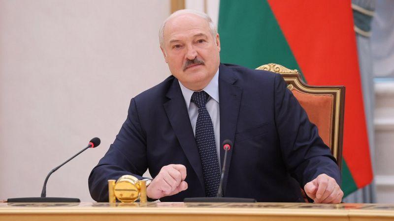 Олександр Лукашенко наказав білоруським прикордонникам повністю перекрити кордон з Україною. Про це він заявив під час урочистих зборів, які проходять з нагоди Дня незалежності.