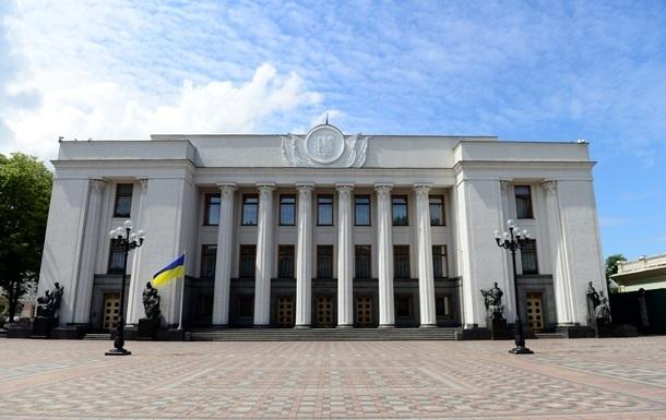 Представники партії Слуга народу перемагають на 130 із 199 одномандатних виборчих округах на дострокових виборах до Верховної Ради.