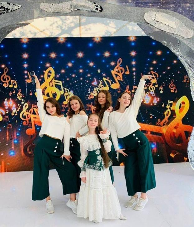 Юна співачка з Івано-Франківська отримала почесну місію – відкрити святковий гала-концерт фестивалю.