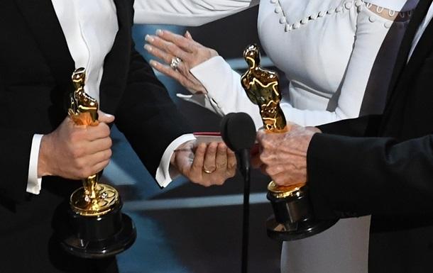 У категорії Найкращий фільм представлені вісім картин. 93-тя церемонія вручення премії за заслуги в галузі кінематографу відбудеться 25 квітня.