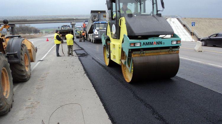 Влада хоче створювати нові робочі місця на будівництві доріг.