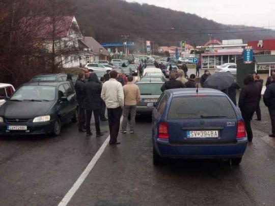 На КПП Закарпаття з сусідніми країнами спостерігаються черги з автомобілів на в'їзд та виїзд з України.