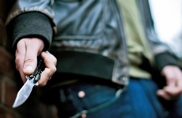 Слідчі Ужгородського відділу поліції встановлюють обставини конфлікту, в результаті якого 35-річний ужгородець отримав ножове поранення.
