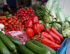 На ринках Закарпаття вже активно продають свіжу зеленину (ФОТО)