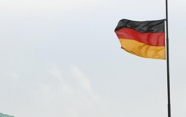 Заборона, введена 17 березня, тепер продовжена до 14 червня. Влада закликає громадян орієнтуватися на ситуацію не тільки в Німеччині, але і за кордоном.