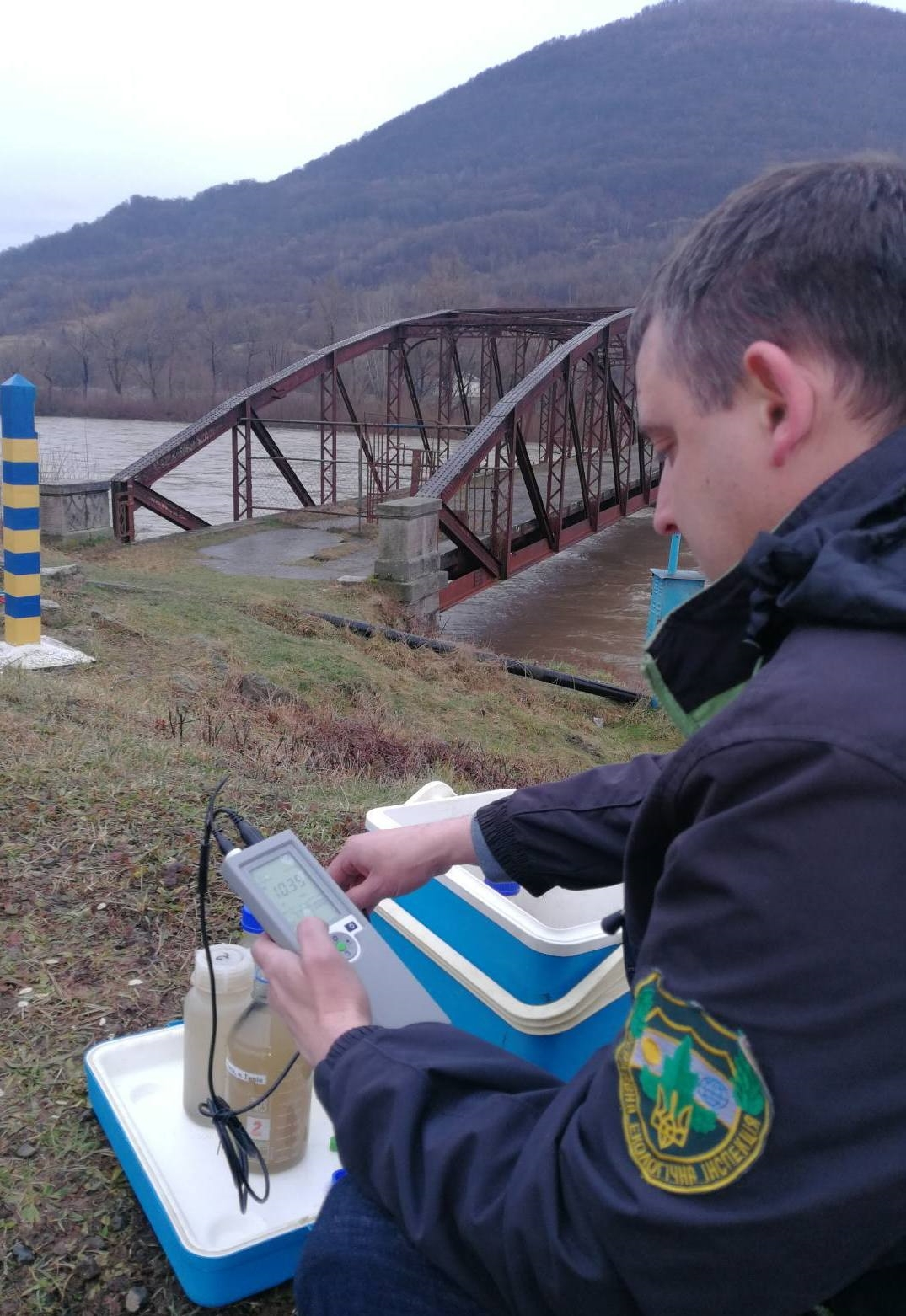 Відбори проб проводяться у відповідності до Програми проведення відбору проб води та спільних вимірів витрат води р. Тиса румунськими та українськими спеціалістами на 2021 рік.