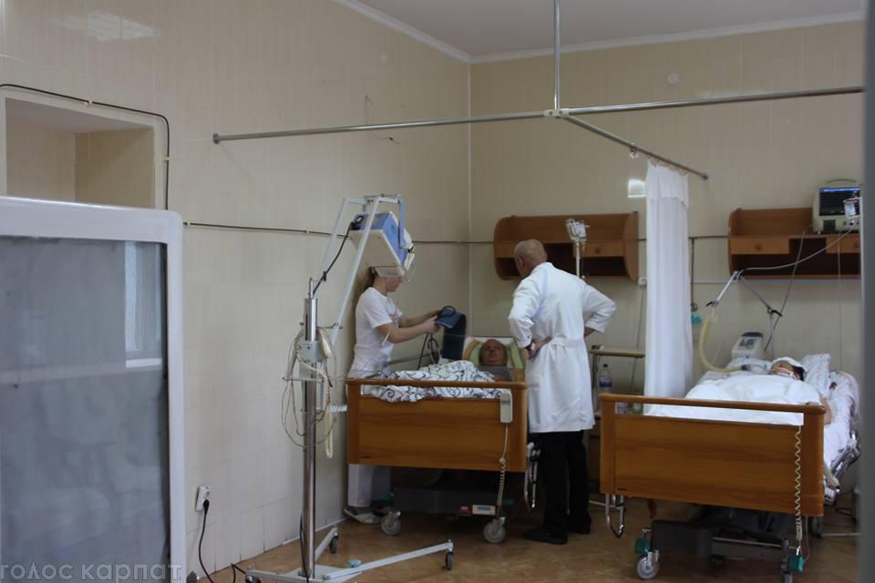 Прикарпатський пенсіонер перебуваю у важкому стані, унаслідок отруєння грибами