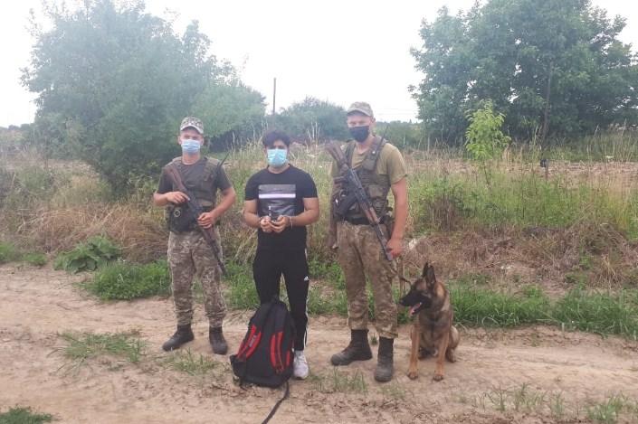 Ще двох іноземців затримали на Закарпатті прикордонники Чопського загону в рамках операції «Карпати-2021».