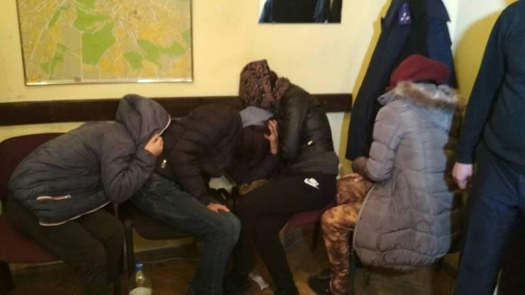 5 закарпатців у центрі Львова пограбували іноземну туристку