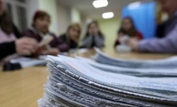 Відбулося засідання Територіальної виборчої комісії Ужгорода, на якому загострювалося питання масової відмовили членів дільничих комісій працювати на другому турі виборів мера Ужгорода.
