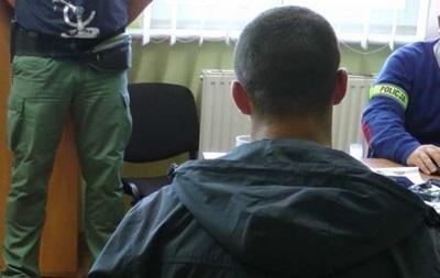 У Польщі троє чоловіків образили і викрали авто в українського таксиста