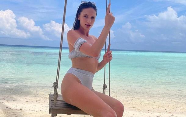 Дана Оханська позувала на тлі Індійського океану в спокусливому бікіні і розповіла про доступні ціни для іноземних туристів.