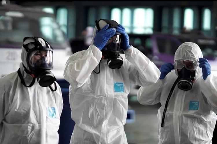 По всьому світу вже понад 23 тисячі летальних випадків. Проте більшість хворих переносять коронавірус у легкій формі.