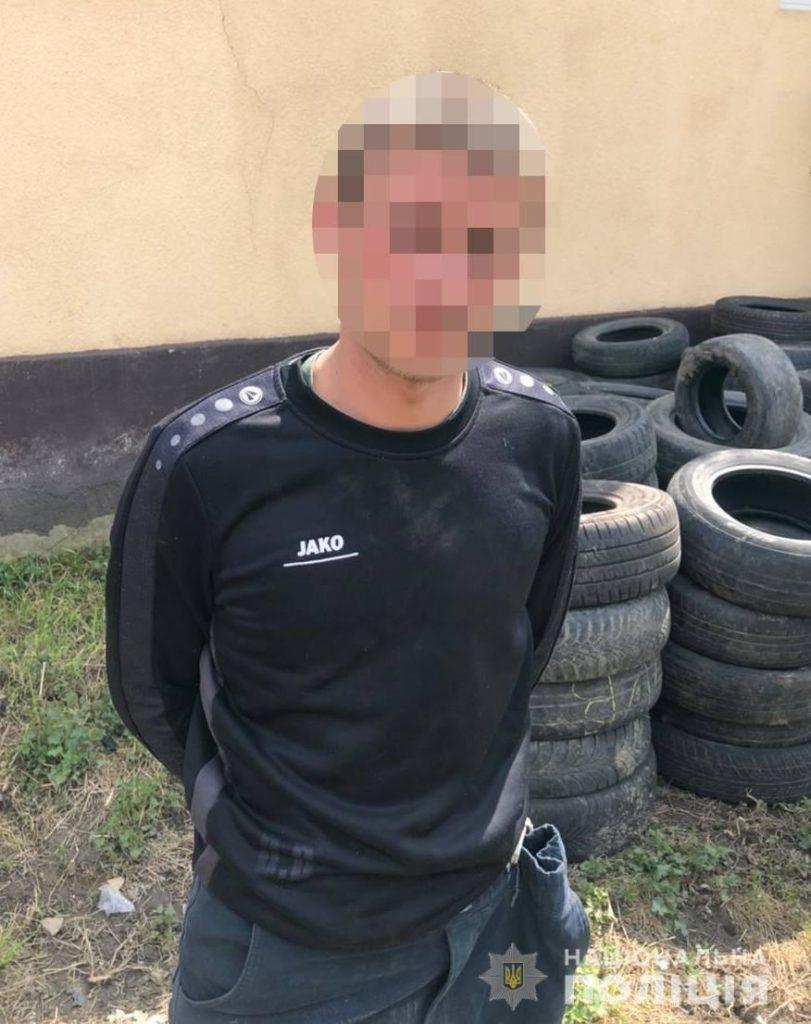 З першого поверху багатоквартирного будинку 20-річний мукачівець викрав будівельні інструменти на суму близько 20 тисяч гривень.
