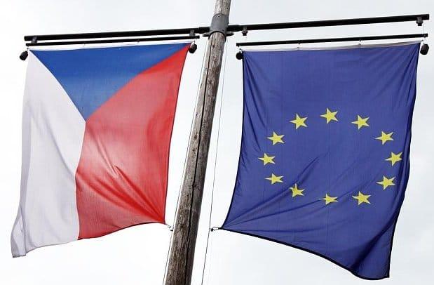 Європейська комісія погрожує Чехії призупинити виплати за участю компаній, що перебувають у трастових фондах, через конфлікт інтересів прем'єр-міністра Андрія Бабіша.