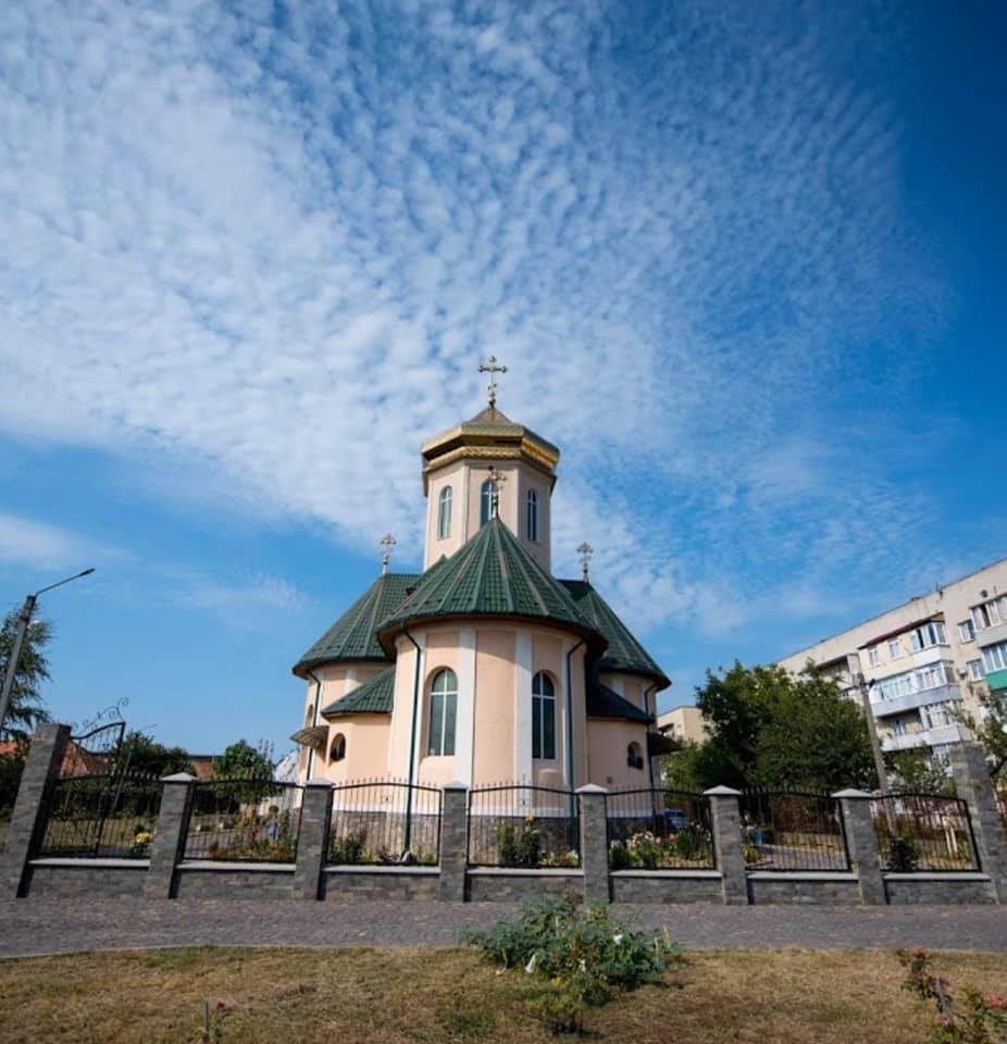 Жінку із Мукачева доставили в Ужгород. Зараз вона знаходиться в Закарпатській обласній інфекційній лікарні - це підтвердив директор лікарні Михайло Поляк.