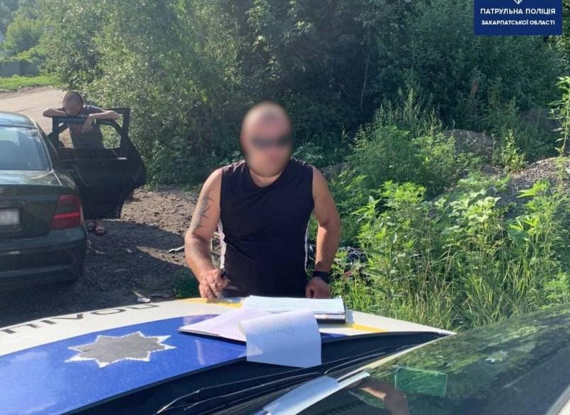Це трапилося вчора, на об'їзній дорозі міста Ужгород. Близько 18-ї години, інспектори зупинили авто Opel за порушення ПДР.