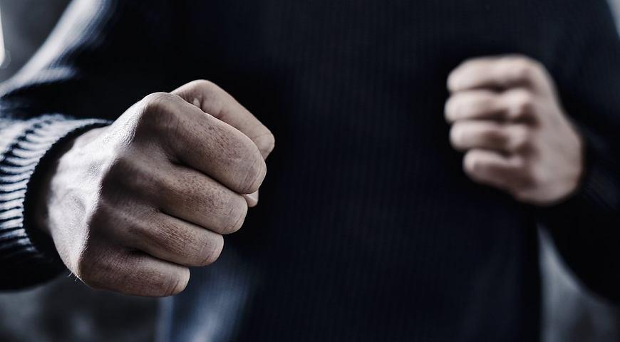 Чоловік влаштував бійку, спробував втекти, але був затриманий правоохоронцями.