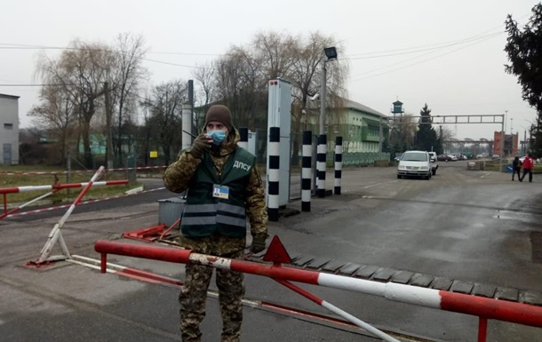 Автомобільні черги зараз спостерігаються на кордоні з Польщею в Шегинях і Краковці, а також на угорському кордоні на пропускному пункті Тиса.
