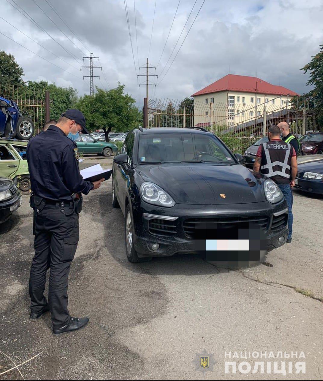 Автомобіль, що розшукувався як викрадений в Словаччині, виявили поліцейські в Ужгороді. Правоохоронці вже повідомили про знахідку ініціаторів розшуку.