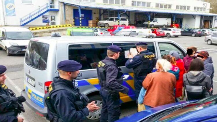 У Європі поліція почала влаштовувати облави на українців, які намагаються проникнути по безвізу.